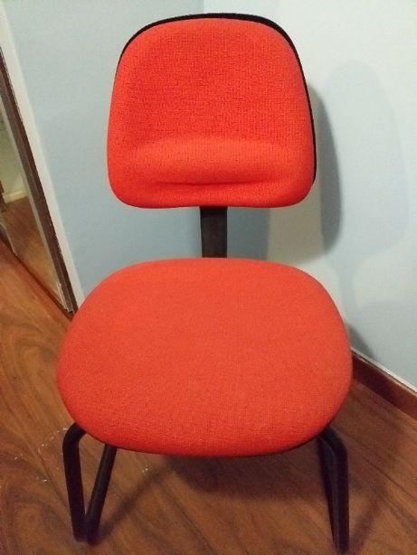 Cadeira para secretaria em ferro almofadada