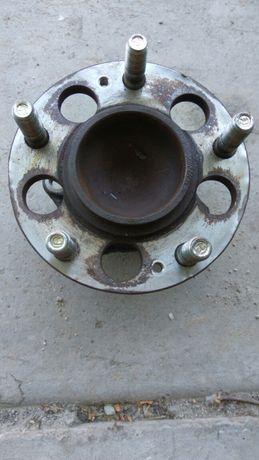 Продам оригинальную заднюю ступицу hyundai elantra md 2012