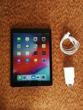 "APPLE iPad Air 9,7"" 16GB A1474 bardzo dobry stan oryginalny RETINA"
