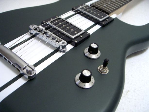 Guitarra nova, JMS modelo único, British racing green