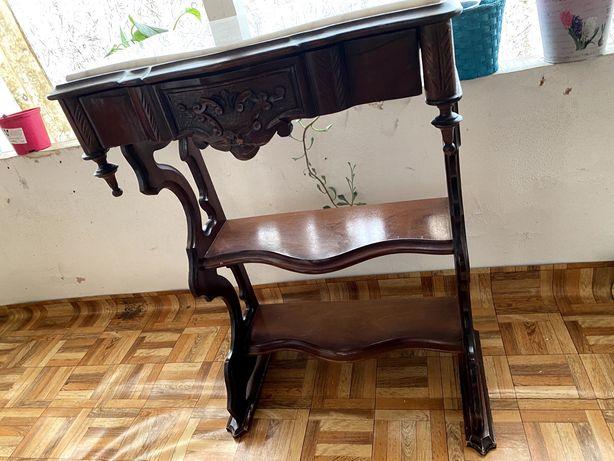 Mesa de apoio de madeira com tampo de marmore