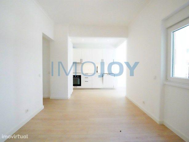 Apartamento T3 Remodelado em São João do Estoril