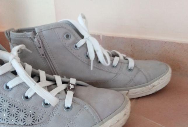 Buty jak nowe firmy mustang nr.40