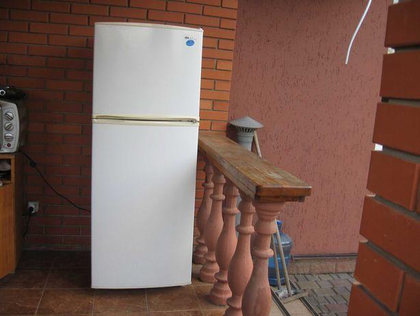 Холодильник Samsuhg.