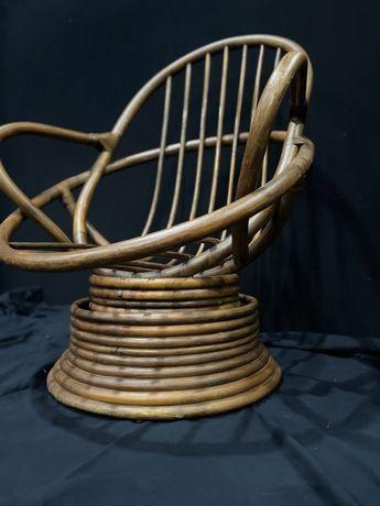 Cadeira giratória em bambu como nova