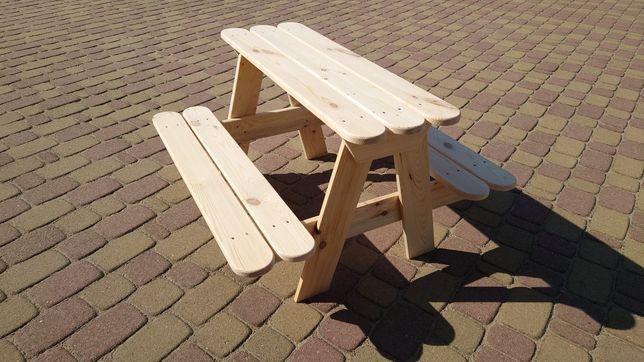 Drewniany stolik ogrodowy dla dzieci