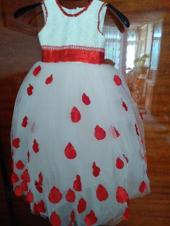 Пышное нарядное платье для девочки  4-6 лет
