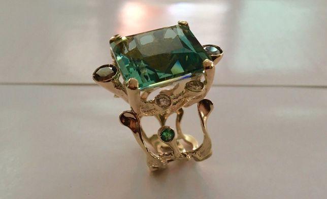 Авторское кольцо с драгоценными камнями