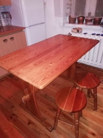 Sprzedam drewniany komplet - stół, ławka i dwa taborety.