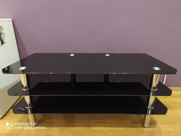 Szklany czarny stolik pod tv