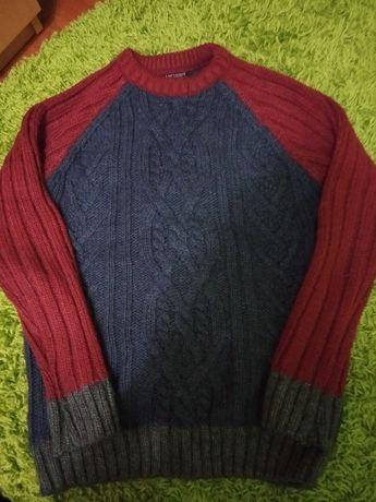 Теплий светр на підлітка