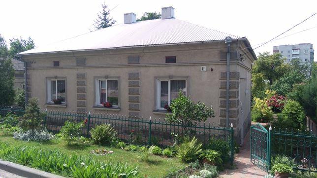 Будинок 120 м² біля центру Тернополя, тиха вулиця, ділянка 9 сотих.