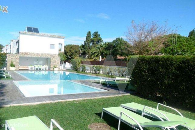 Moradia T4+1 mobilada com jardim em Cobre / Condomínio com piscina