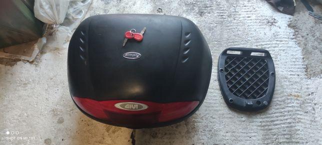 Kufer givi 47 z płytą monolock
