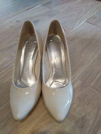 buty ślubne. kremowe szpilki