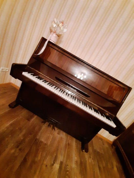 Пианино Лирика с 3 ножками. Отличный внешний вид. Экспортный вариант Одесса - изображение 1
