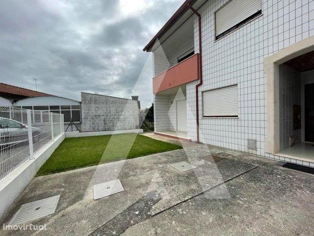 Apartamento T2 com garagem no centro de Bustos