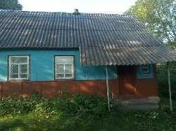 будинок в мальовничому місці із землею