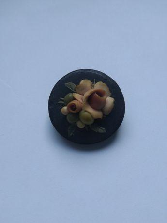 malutka, kwiatowa broszka
