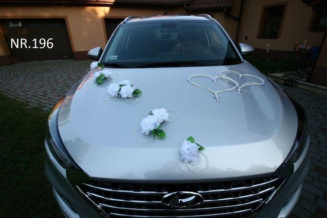 Biała dekoracja na samochód do ślubu. KOLORY-SERCA