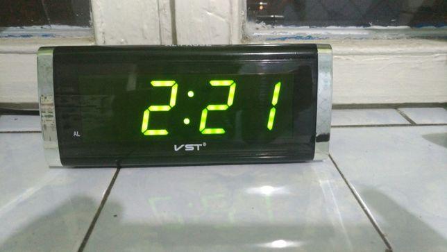 Электронные настольные часы VST 730