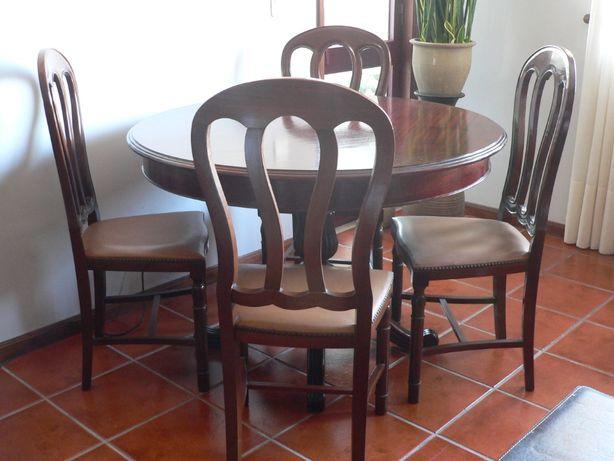 Mesa madeira maciça + 4 cadeiras-Possível entrega
