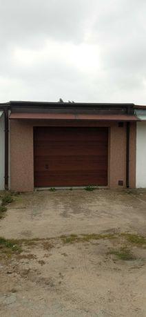 Murowany garaż w zabudowie garażowej