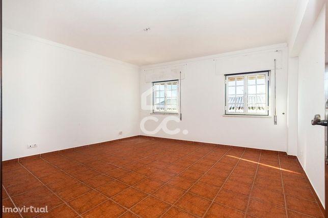 Apartamento T4 de 166 m2 com 2 Suites   Redondo