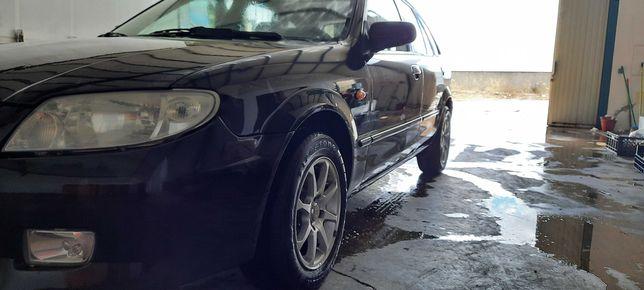 Mazda em excelente estado