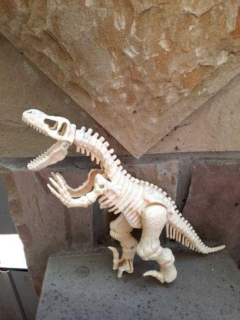Модель скелета тиранозавра Rex.
