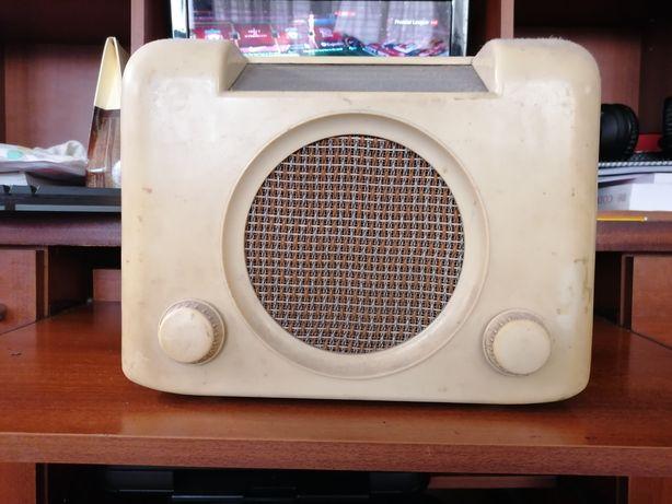 Rádio de válvulas BUSH