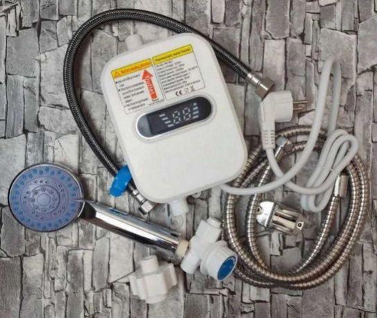 Термостатический с душевой лейкой и шлангом водонагреватель проточный