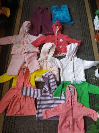 Багато одягу для дівчинки