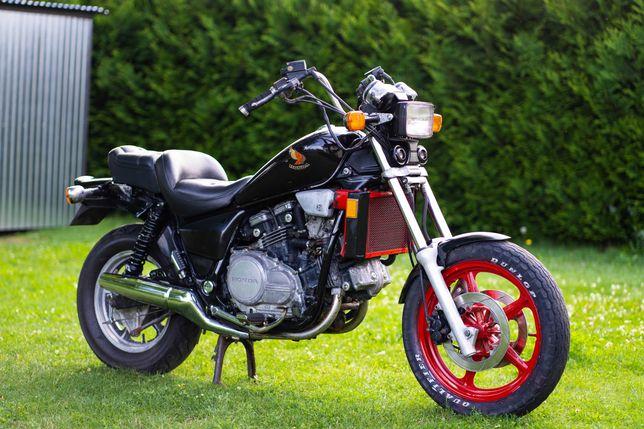 Honda VF 700 Magna Shadow