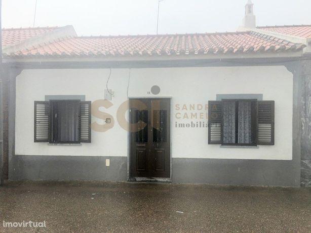 Moradia com quatro quartos e garagem em Vila Nova de S. B...