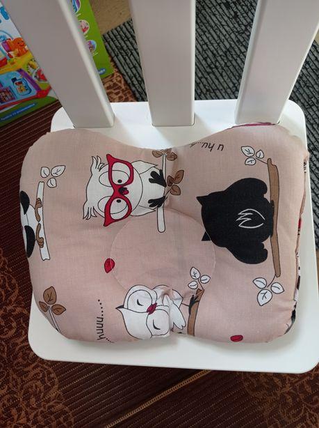 Подушка в коляску кроватку