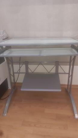 biurko metalowe ze szklanym blatem