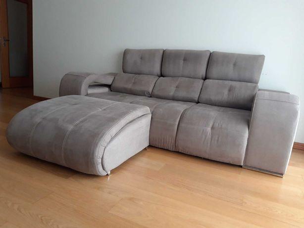 Sofá 3,5 lugares + puff chaiselongue ergonómico reversível + 4 puffs