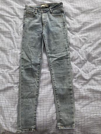 Spoodnie jeansy jasne