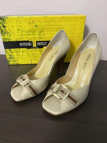 Туфлі босоніжки шкіряні Antonio Biaggi