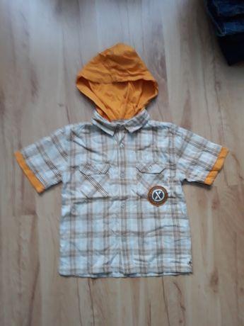 Ciekawa koszula z kapturem dla 4-5 letniego chłopca, w rozm. 110