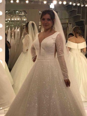 Nowa suknia model z ekspozycji  33-38 ecru rozmiar 34 3000 złotych