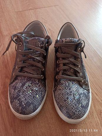 Кросівки, туфлі, кросовки