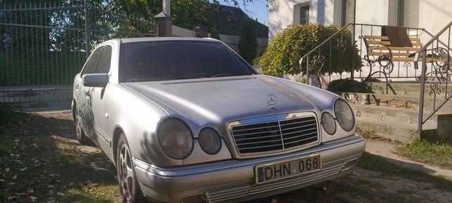 Продам Mercedes E300