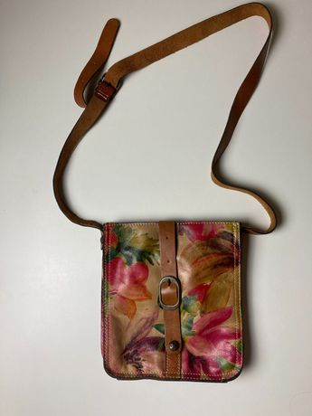Skórzana torebka w kwiaty - Patricia Nash