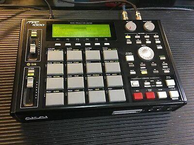 Akai MPC 1000 Drum Machine Sampler Sequencer Pedal Guitarra Zoom
