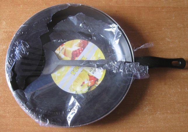 Сковорода антипригарная, 30 см + лопатка. Новая.
