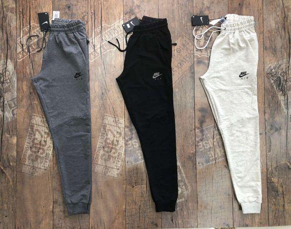 Спортивные штаны Nike чёрный белые серые