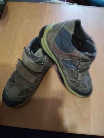 Продам кожаные ботиночки деми