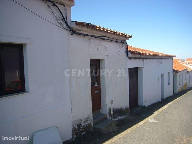 Moradia em Pias (Serpa) 138 M2 com 92 m2 construídos, com quintal e an